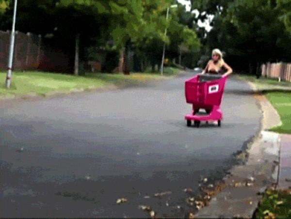 Voy a manejar este carrito! Ehhh!... Ups!